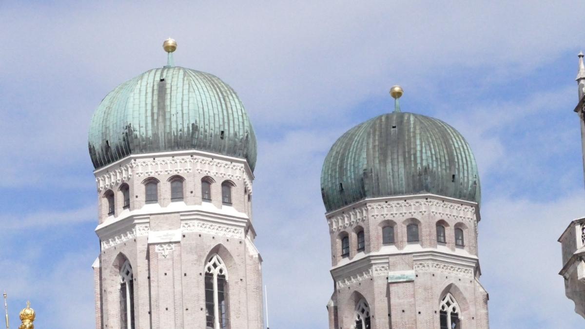 München: Unbekannte prügeln Taxifahrer fasttot?